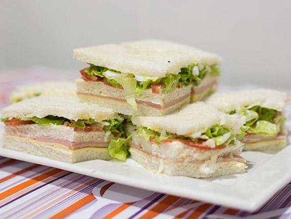 Sándwich triple de jamón