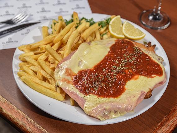 Milanesa napolitana carne o pollo con guarnición