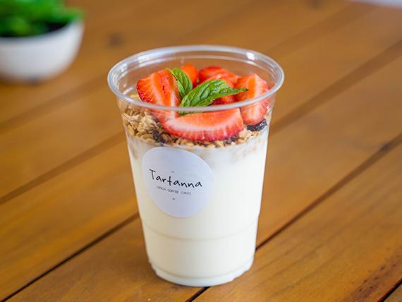 Yogur con cereales, frutas y miel