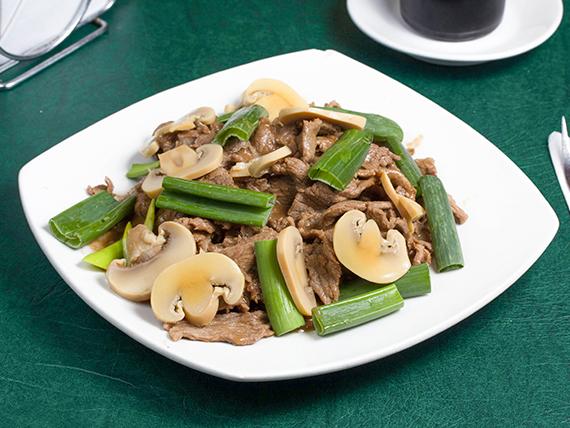 Carne con champignones
