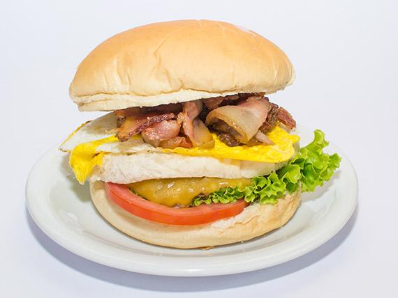 17 - Sanduíche especial x-egg bacon salada