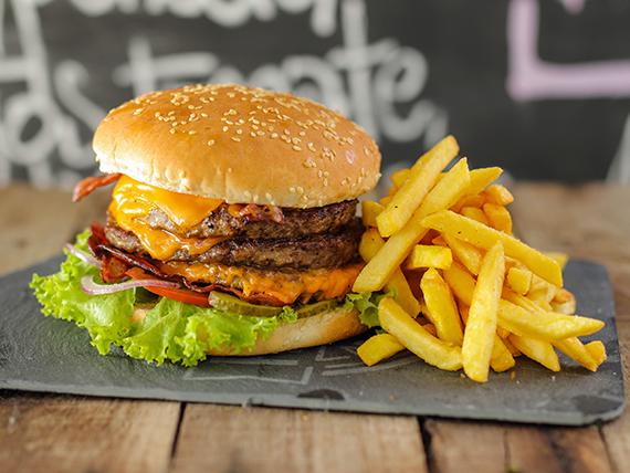 Burger XXXL con papas fritas