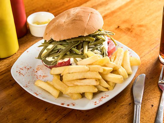 Menú - Hamburguesa chacarera con papas fritas + bebida en lata 350 ml