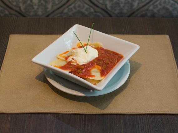 Ravioles con salsa a elección