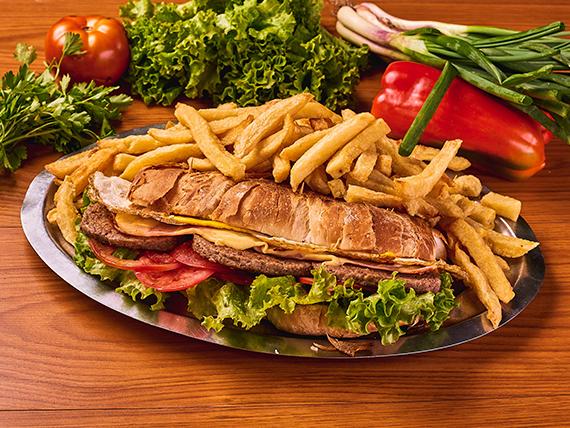 Torpedo especial con hamburguesas (para dos)