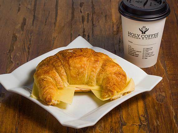 Desayuno 1 - Croissant de jamón y queso + café de grano