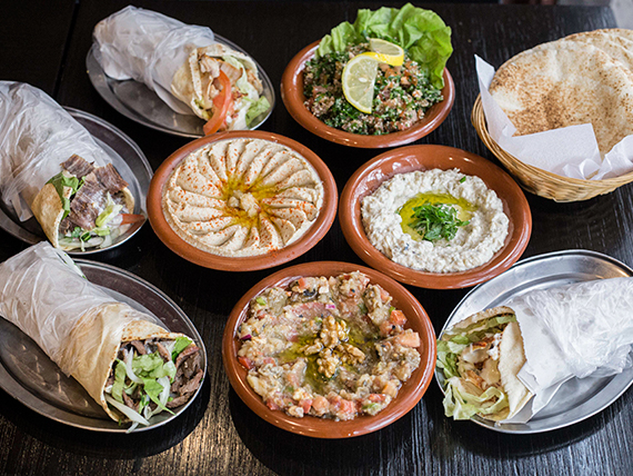 Promo 3 - 4 shawarmas + hummus o mutabal o babaganuwh o tabule o labne o queso + 6 panes + gaseosa 1.5 L