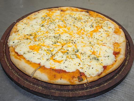 Pizza cuatro quesos  (pizza horneada)