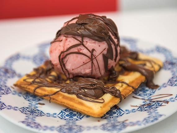 Waffles  con salsa y bocha de helado  (unidad)