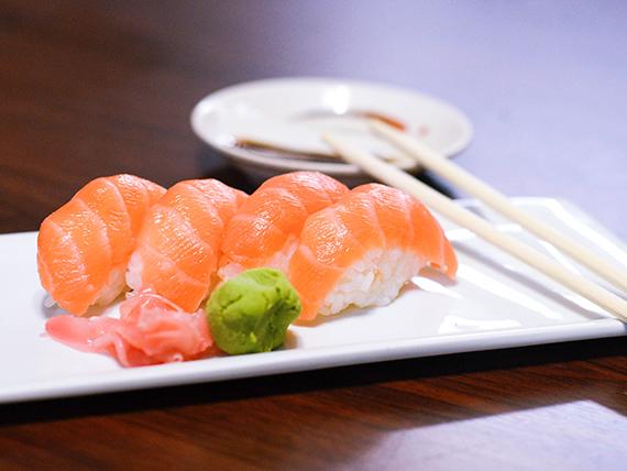 Nigiri salmón (6 piezas)