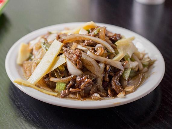 76 - Carne con hongos y bambú chino