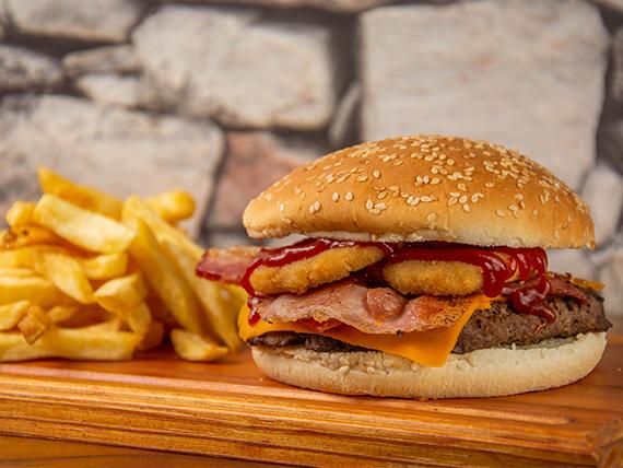 Hamburguesa casera simple con papas fritas
