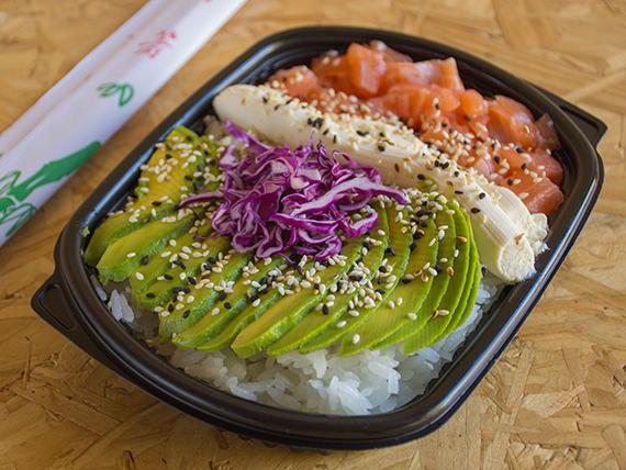 Sushi salad con salmón