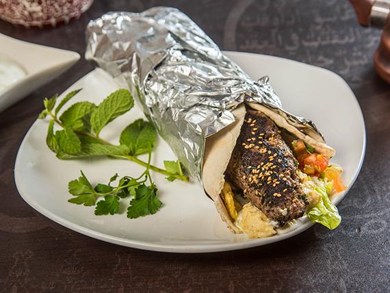 Shawarma de kebab y hummus