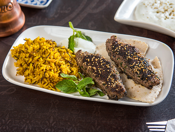 Kebab con arroz árabe (180 g)