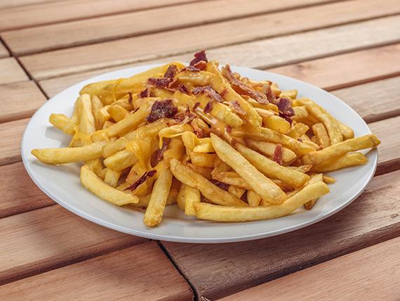 Papas fritas con bacon & cheddar