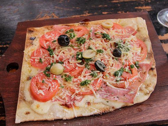 8 - Pizza napolitana con jamón