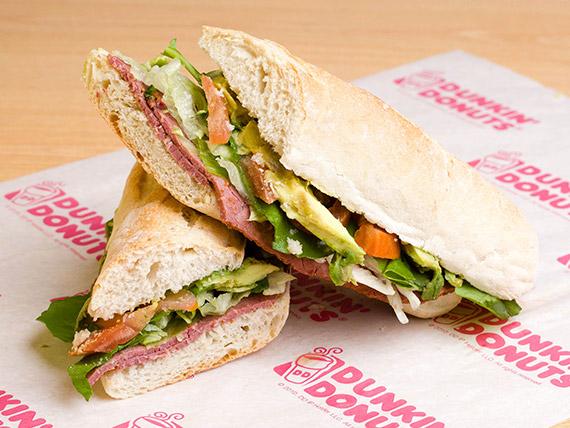 Sándwich gourmet de pastrami