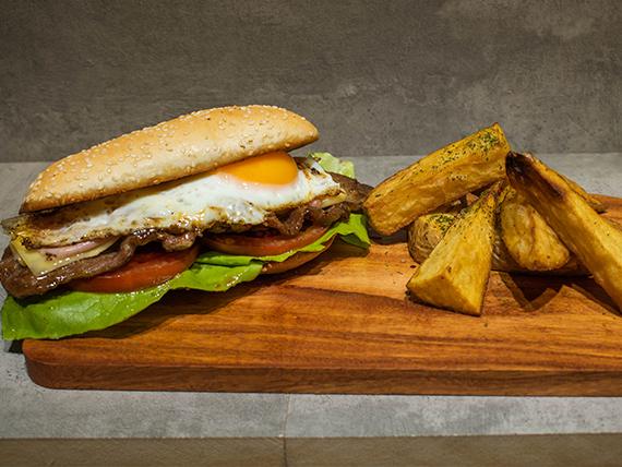 Combo - Sándwich de bondiola criolla + papas rústicas + gaseosa 500 ml
