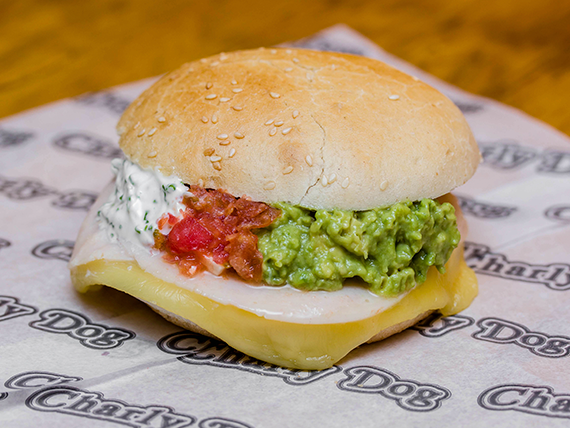 Sándwich normal +  lechuga + 3 salsas