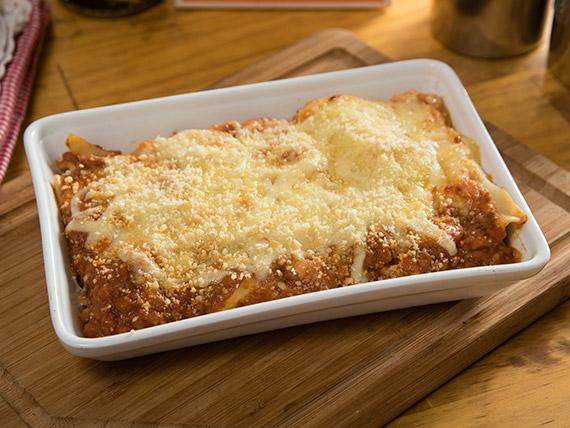 Lasagna bolognesa + bebida en lata 350 ml