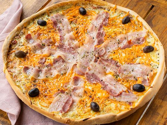 Pizza panceta y cheddar