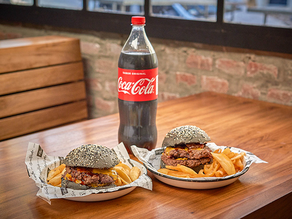 Promo - Dos hamburguesas Toto con papas fritas + gaseosa 1.5 L