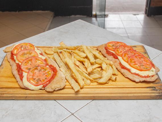 Suprema napolitana con papas fritas (para 2 personas)