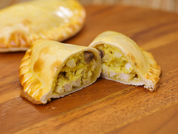 10 - Empanada de pollo al curry