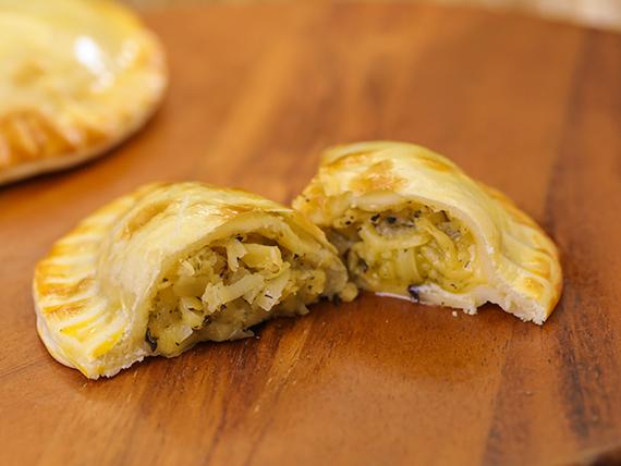 25 - Empanada de provolone