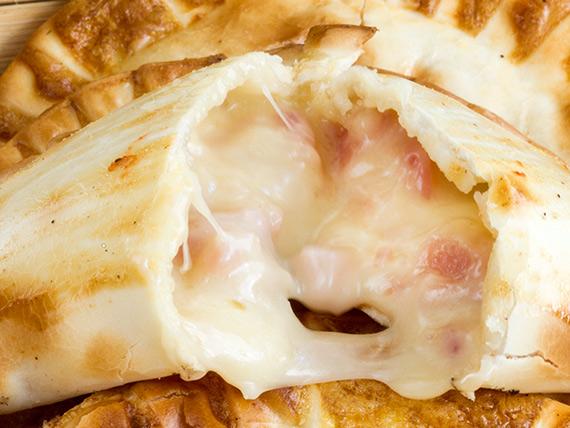 18 - Empanada de cebolla y queso
