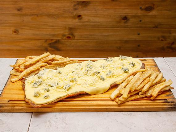 Milanesa cuatro quesos con papas fritas (para 2 personas)