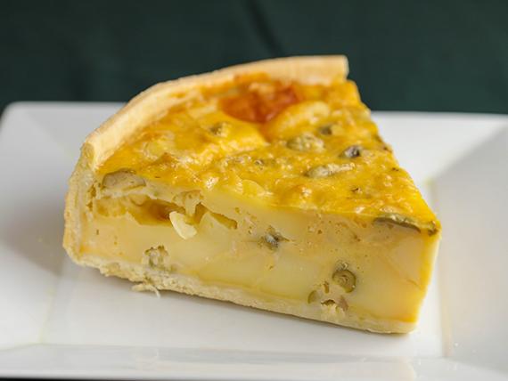 Tarta de cebolla, queso y aceitunas