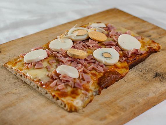 Pizza con muzzarella + 2 gustos (porción)