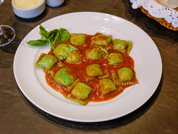 Ravioles de ricota y calabaza con masa de espinaca