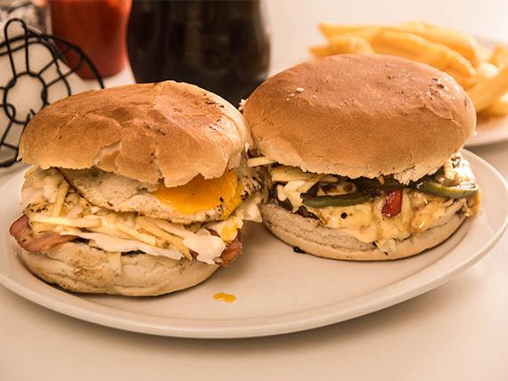 Promoción - 2 sándwiches a elección + papas fritas (500 g) + bebida línea Coca Cola 1.5 L