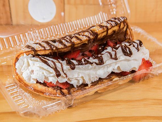 Waffle con Nutella, crema y fruta a elección