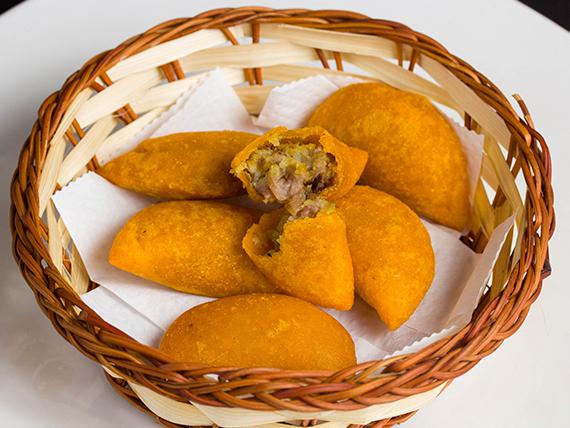 Porción de mini empanadas colombianas