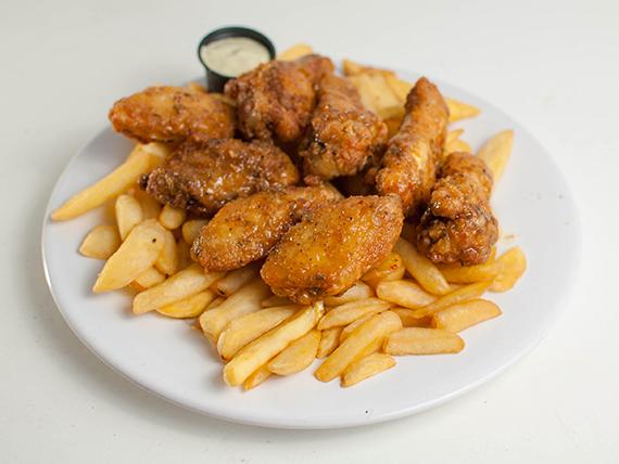 Chikenwings - 8 piezas + papas rústicas rebozada en mantequilla picante
