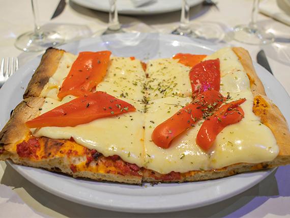 Promo - 1/4 metro de pizza con jamón y morrones
