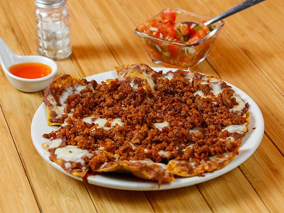 Nachos con Chorizo