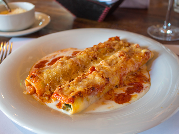 Cannelloni con salsa blanca y fileto