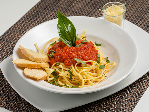Pasta Corta con Salsa Napoli