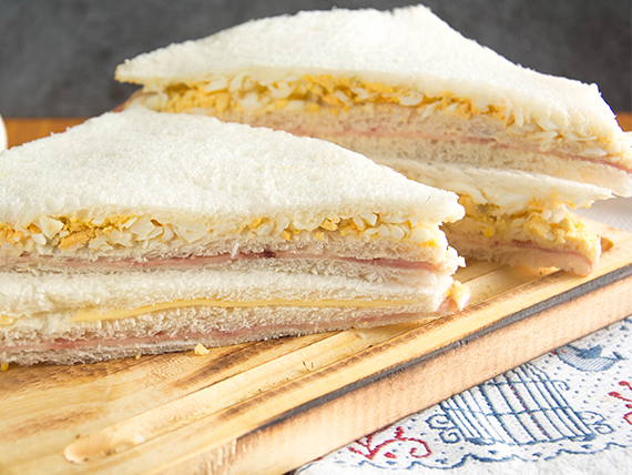 Sándwich triple especial de jamón y huevo (8 unidades)