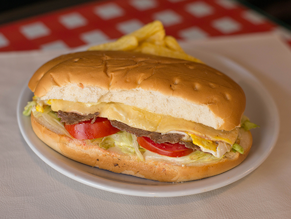 Sándwich de lomito de ternera