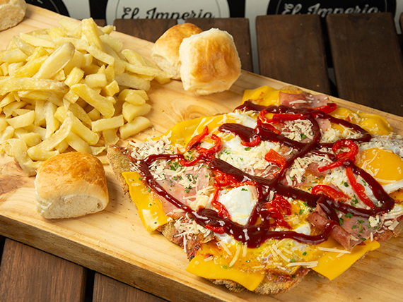 Milanesa barbacoa con queso cheddar con papas fritas