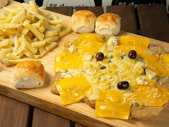 Milanesa cinco quesos con papas fritas