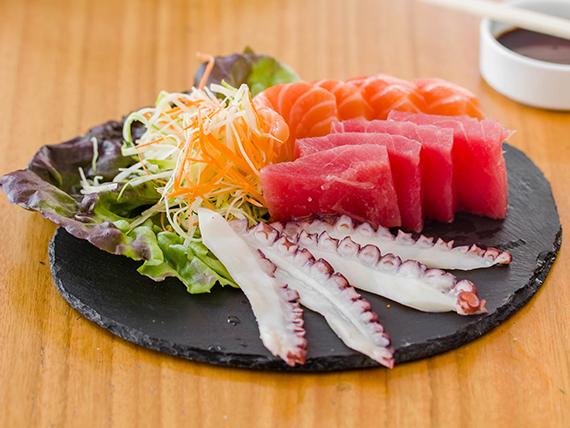 81 - Sashimi mixto (12 cortes)
