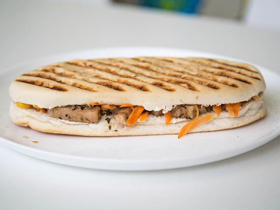 Sándwich de pollo en pedacitos