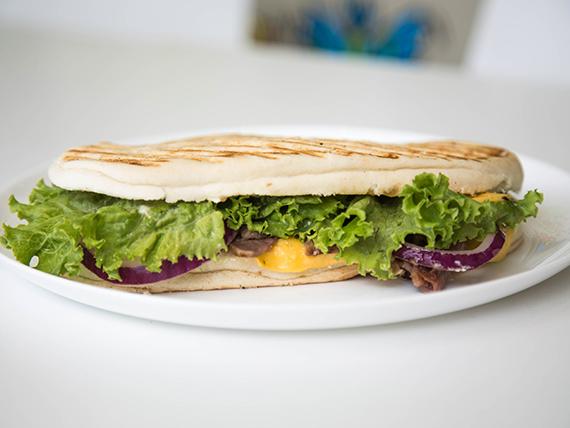 Sándwich de bifes en pedacitos